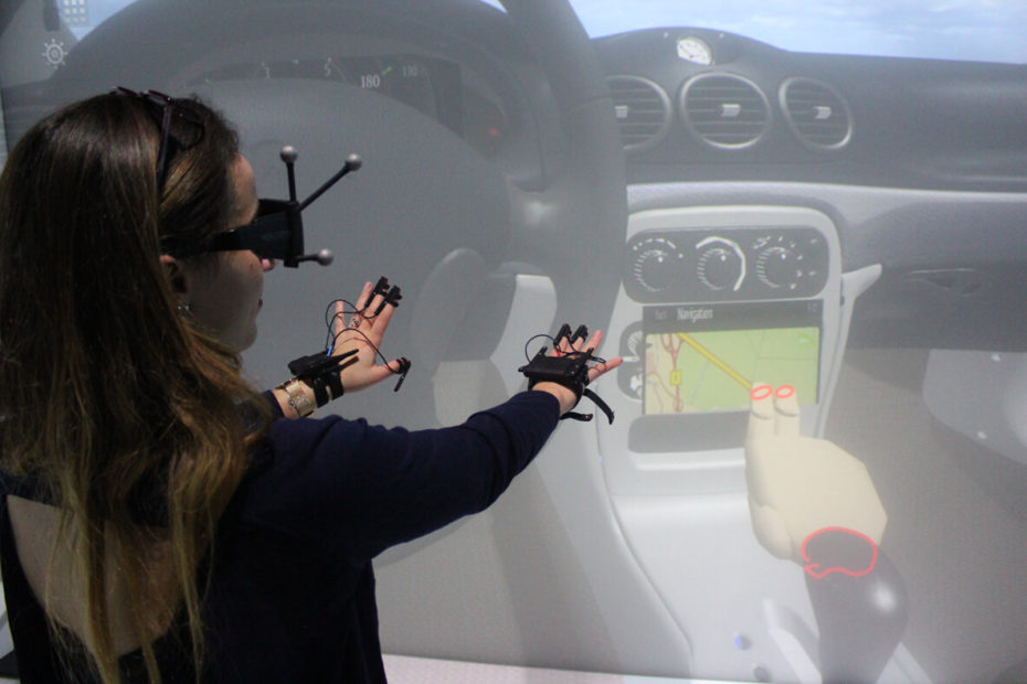 Finger tracking with Interactive Image Integration (I3) in VR by TechViz